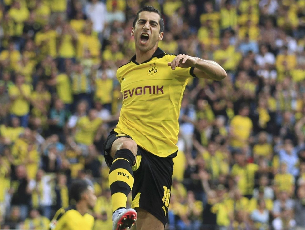 Borussia Dortmund Faces Mkhitaryan Visa Nightmare Before Europa League Match