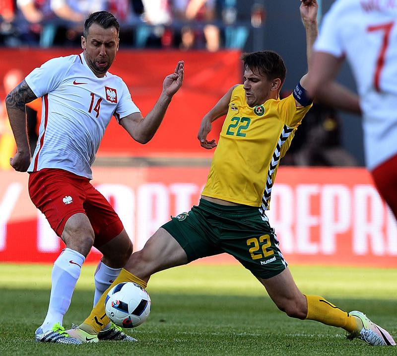 Poland's Jakub Wawrzyniak vies for the ball with Lithuania's Fedor Cernych during the Euro 2016 friendly football match between Poland and Lithuania on June 6, 2016 in Krakow. / AFP / JANEK SKARZYNSKI (Photo credit should read JANEK SKARZYNSKI/AFP/Getty Images)