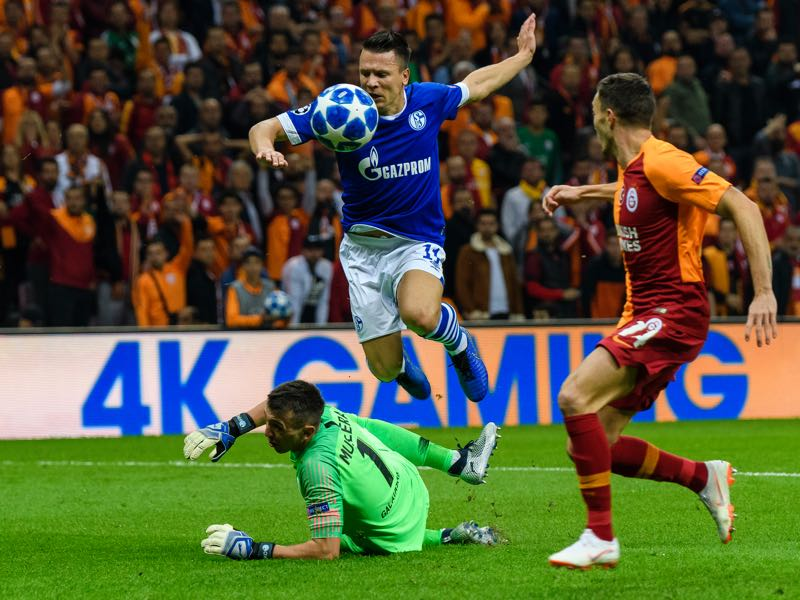 Yeven Konoplyanka of Schalke challenges Fernando Muslera of Galatasaray during the Group D match of the UEFA Champions League between Galatasaray and FC Schalke 04 at Turk Telekom Arena on October 24, 2018 in Istanbul, Turkey. (Photo by Alexander Scheuber/Bongarts/Getty Images)