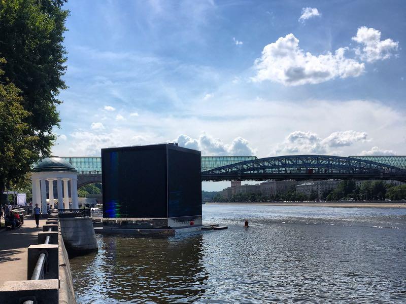 Qatar World Cup pavilion on the Moskva River (Manuel Veth/Futbolgrad Network)