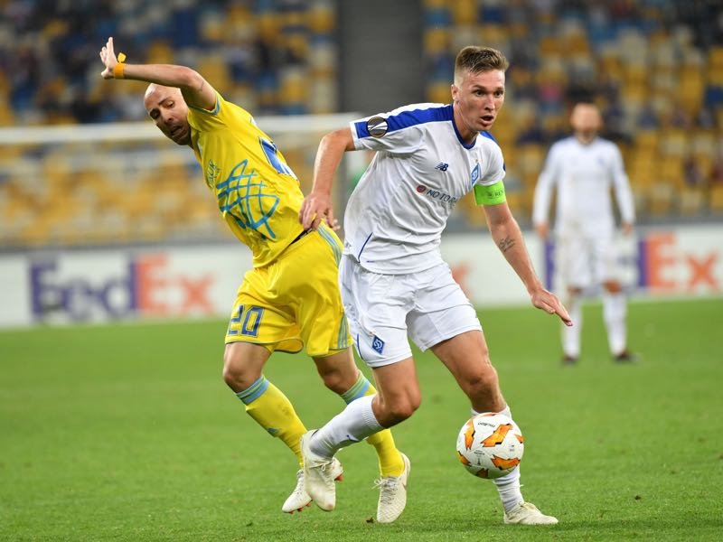 Dynamos Serhiy Sydorchuk (R) and Astanas Richard Almeida fight for the ball during the UEFA Europa League Group K football match between FC Dynamo and FC Astana at The Olympiyski Stadium in Kiev on September 20, 2018. ( SERGEI SUPINSKY/AFP/Getty Images)
