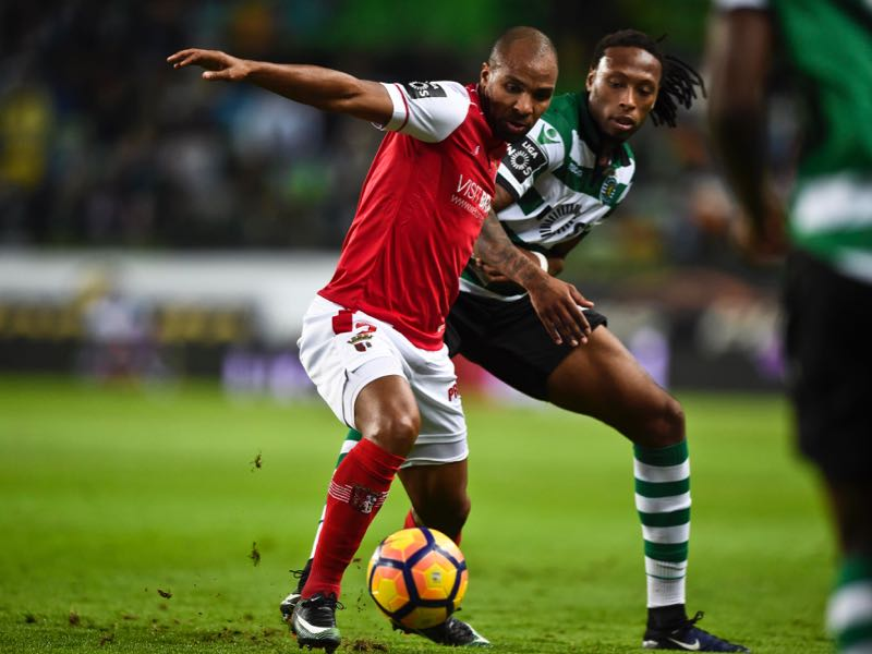 Braga's forward Wilson Eduardo (L) vies with Sporting's defender Ruben Semedo during the Portuguese league football match Sporting CP vs Sporting Braga at the Jose Alvalade stadium in Lisbon on December 18, 2016. / AFP / PATRICIA DE MELO MOREIRA