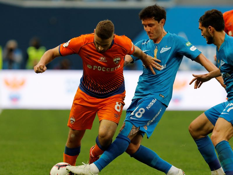 Yuri Zhirkov of FC Zenit Saint Petersburg and Nikola Vlasic (L) of PFC CSKA Moscow vie for the ball during the Russian Premier League match between FC Zenit Saint Petersburg and PFC CSKA Moscow on May 12, 2019 in Saint Petersburg, Russia. (Photo by Epsilon/Getty Images)