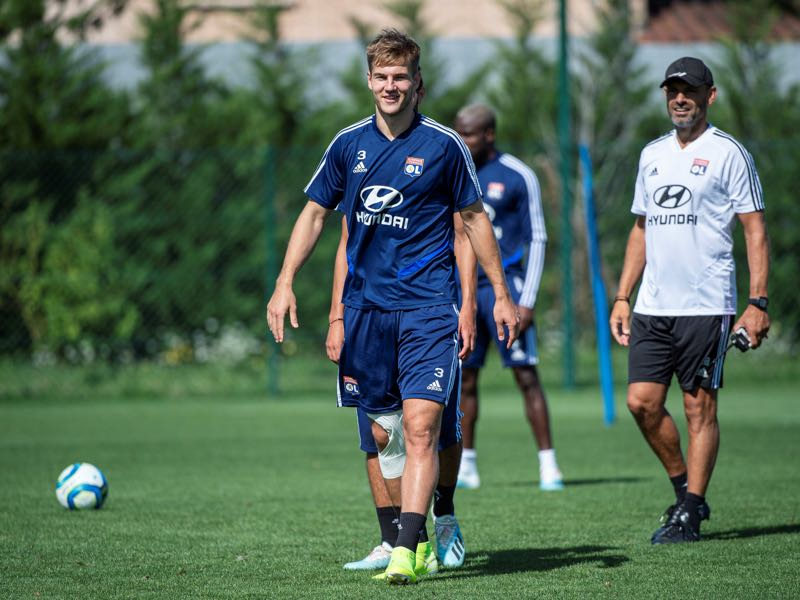 Lyon's Danish defender Joachim Andersen takes part in a training session on August 14, 2019, at the club's training center in Decines-Charpieu, near Lyon, central-eastern France. (Photo by ROMAIN LAFABREGUE / AFP)