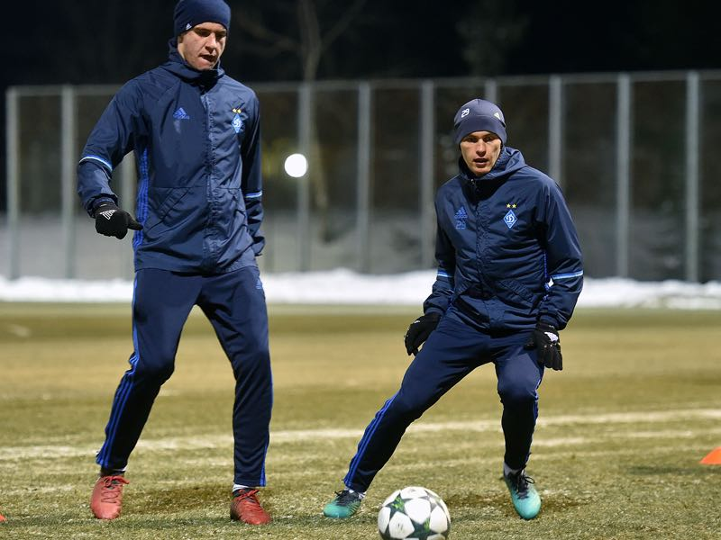 Dynamo Kiev's Ukrainian midfielder Vitaliy Buyalskyi (R) takes part in a training session near Kiev on December 5, 2016 on the eve of the UEFA Champions League group B football match between Dynamo Kiev and Besiktas. (GENYA SAVILOV/AFP/Getty Images)