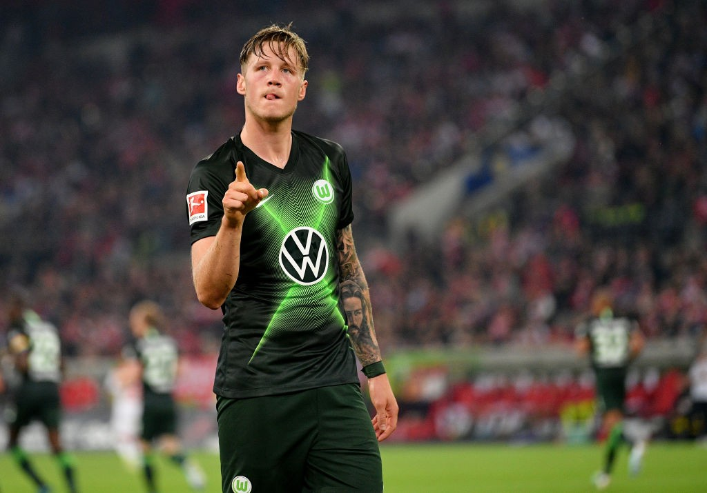 Wout Weghorst of VfL Wolfsburg celebrates after he scores his teams opening goal during the Bundesliga match between Fortuna Duesseldorf and VfL Wolfsburg at Merkur Spiel-Arena on September 13, 2019 in Duesseldorf, Germany. (Photo by Lukas Schulze/Bongarts/Getty Images)