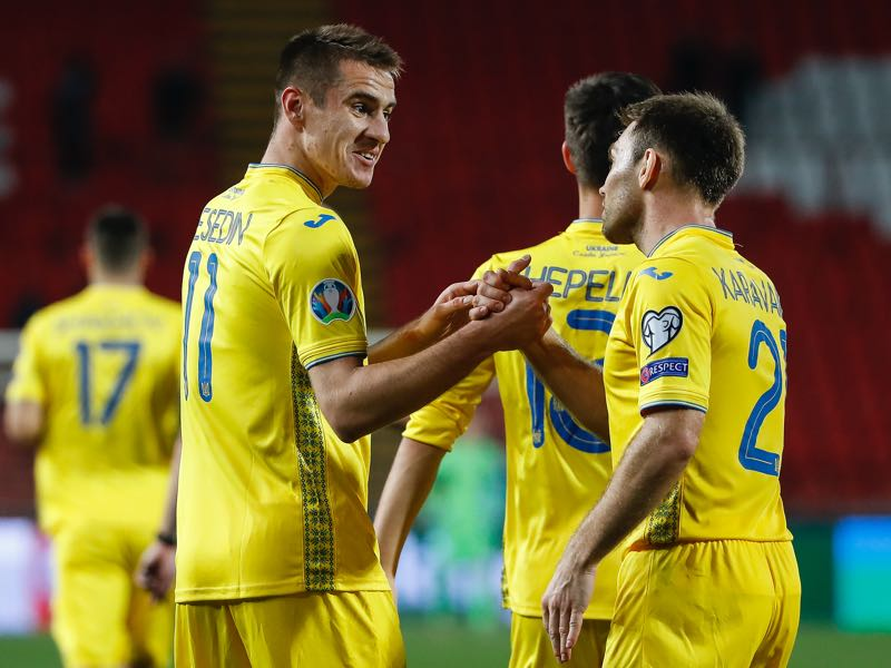 Serbia v Ukraine - Artem Besedin (L) of Ukraine celebrates after scoring a goal with Oleksandr Karavaev (R) during the UEFA Euro 2020 Qualifier between Serbia and Ukraine on November 17, 2019 in Belgrade, Serbia. (Photo by Srdjan Stevanovic/Getty Images)