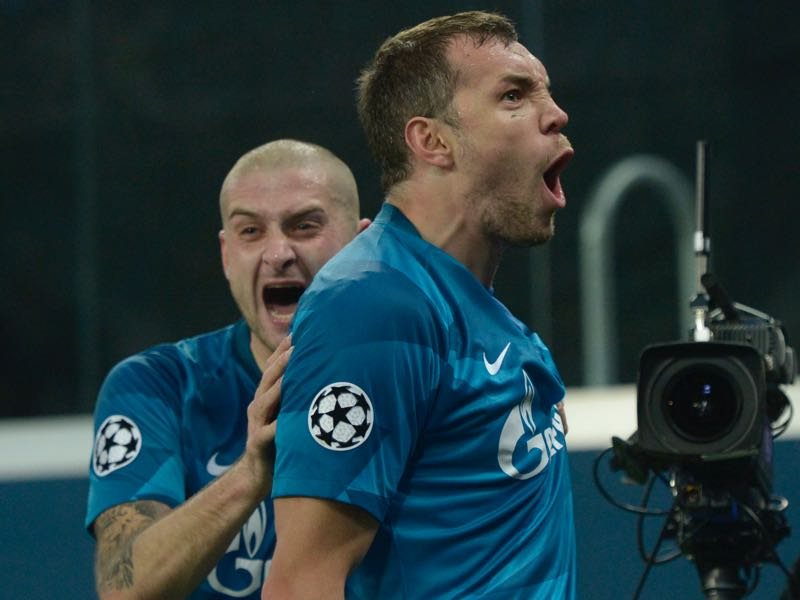 Zenit vs Olympique Lyon - Zenit St. Petersburg's Russian forward Artem Dzyuba celebrates with Zenit St. Petersburg's Ukrainian defender Yaroslav Rakitskiy after scoring a goal during the UEFA Champions League group G football match between Zenit and Lyon at the Gazprom Arena in Saint Petersburg on November 27, 2019. (Photo by Olga MALTSEVA / AFP)