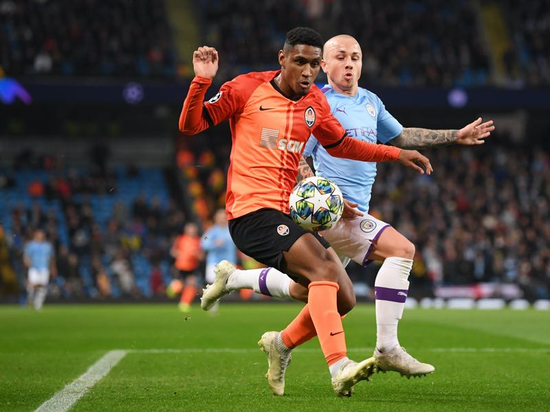 Tete of Shakhtar Donetsk battles for possession with Angelino of Manchester City during the UEFA Champions League group C match between Manchester City and Shakhtar Donetsk at Etihad Stadium on November 26, 2019 in Manchester, United Kingdom. (Photo by Laurence Griffiths/Getty Images)