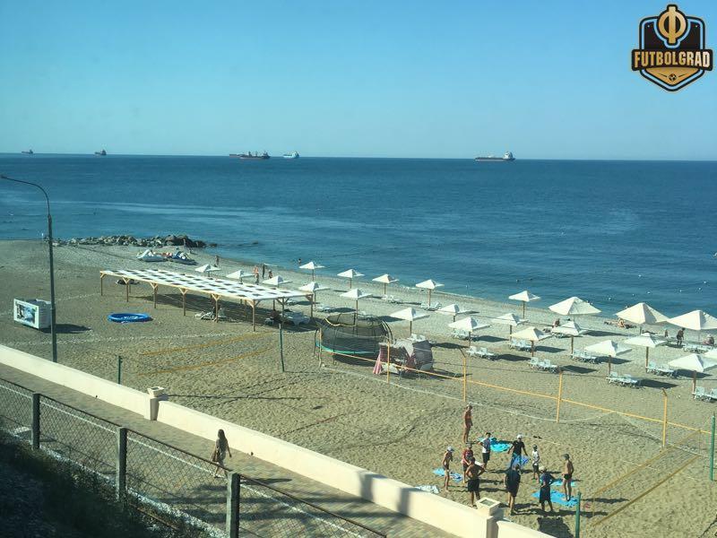 Beaches along the train tracks (Manuel Veth/Futbolgrad Network)