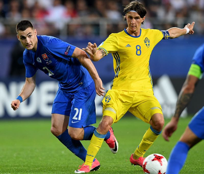 Slovakia's midfielder Matus Bero and Sweden's midfielder Kristoffer Olsson vie for the ball during the UEFA U-21 European Championship roup A football match Slovakia v Sweden in Lublin, Poland on June 22, 2017. (JANEK SKARZYNSKI/AFP/Getty Images)