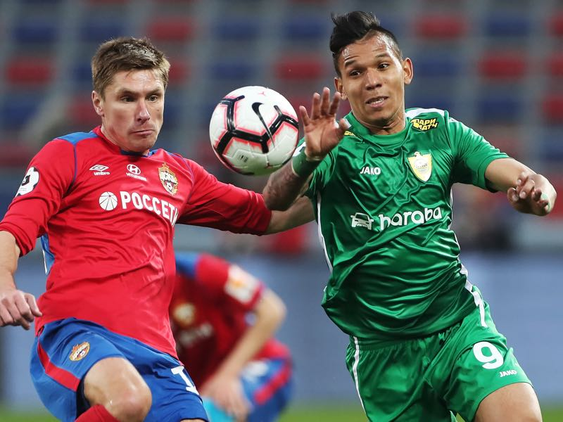 Kirill Nababkin of PFC CSKA Moscow and Andres Ponce of FC Anji Makhachkala vie for the ball during the Russian Football League match between PFC CSKA Moscow and FC Anji Makhachkala on APRIL 24, 2019 in Moscow, Russia. (Photo by Epsilon/Getty Images)