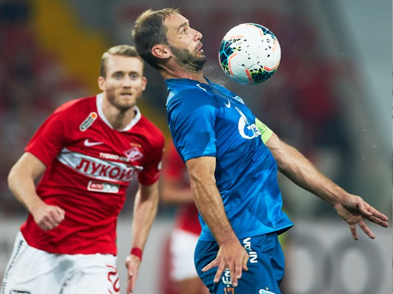 André Schürrle of FC Spartak Moscow and Branislav Ivanovic of FC Zenit Saint Petersburg vie for the ball during the Russian Football League match between FC Spartak Moscow and FC Zenit Saint Petersburg at Otkrytie Arena stadium on September 1, 2019 in Moscow, Russia. (Photo by Epsilon/Getty Images)