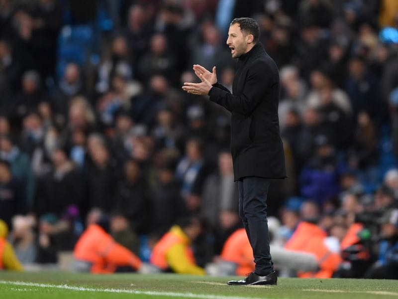 Domenico Tedesco, Manager of FC Schalke 04 gives his team instructions during the UEFA Champions League Round of 16 Second Leg match between Manchester City v FC Schalke 04 at Etihad Stadium on March 12, 2019 in Manchester, England. (Photo by Laurence Griffiths/Getty Images)
