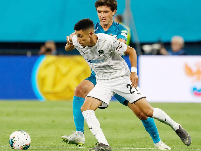 Yuri Zhirkov of FC Zenit Saint Petersburg and Younes Namli (in front) of FC Krasnodar vie for the ball during the Russian Premier League match between FC Zenit Saint Petersburg and FC Krasnodar on August 3, 2019 in Saint Petersburg, Russia. (Photo by Epsilon/Getty Images)