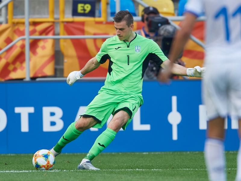 Goalkeeper Andriy Lunin of Ukraine U20 controls the ball during the 2019 FIFA U-20 World Cup Semi Final match between Ukraine and Italy at Gdynia Stadium on June 11, 2019 in Gdynia, Poland. (Photo by Adam Nurkiewicz/Getty Images)