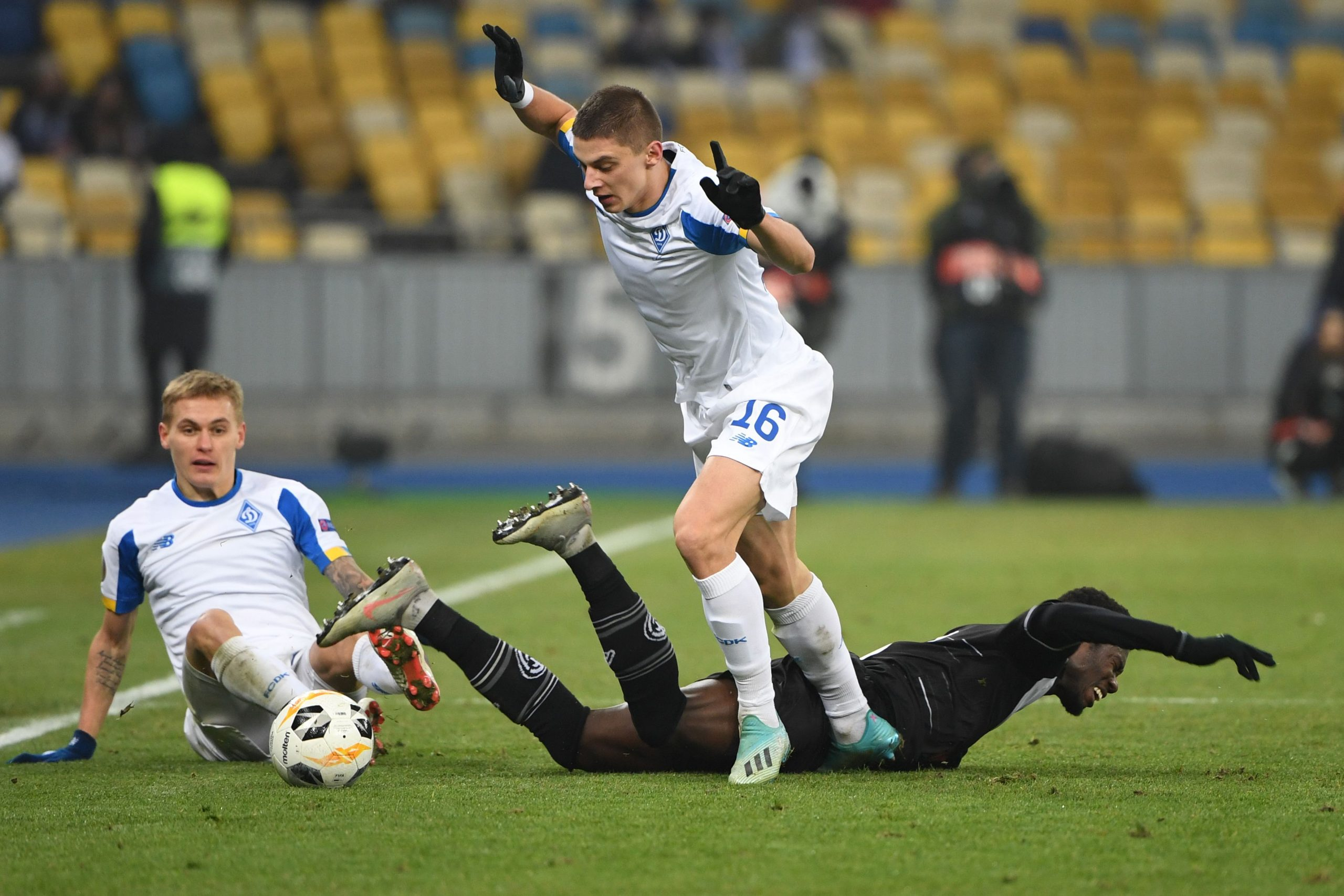Dynamo Kyiv vs Barcelona